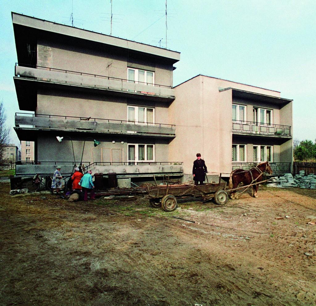 !Plebania i plac obok podczas budowy kościoła - 26 listopada 1977 r.