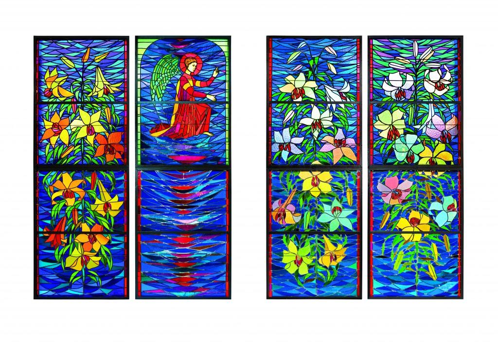 !Witraże umieszczone w oknach pod galerią