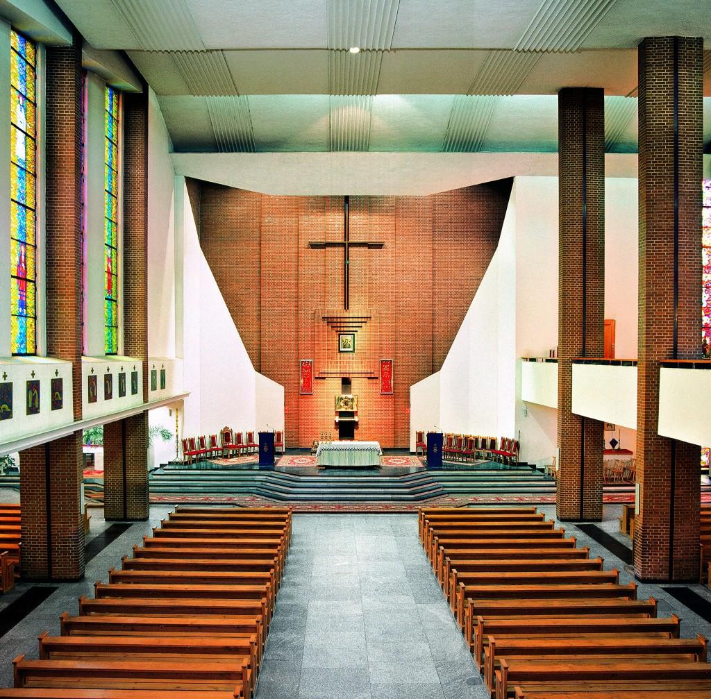 !Wnętrze kościoła p.w. Matki Bożej Nieustającej Pomocy w Mielcu - 2003 r.