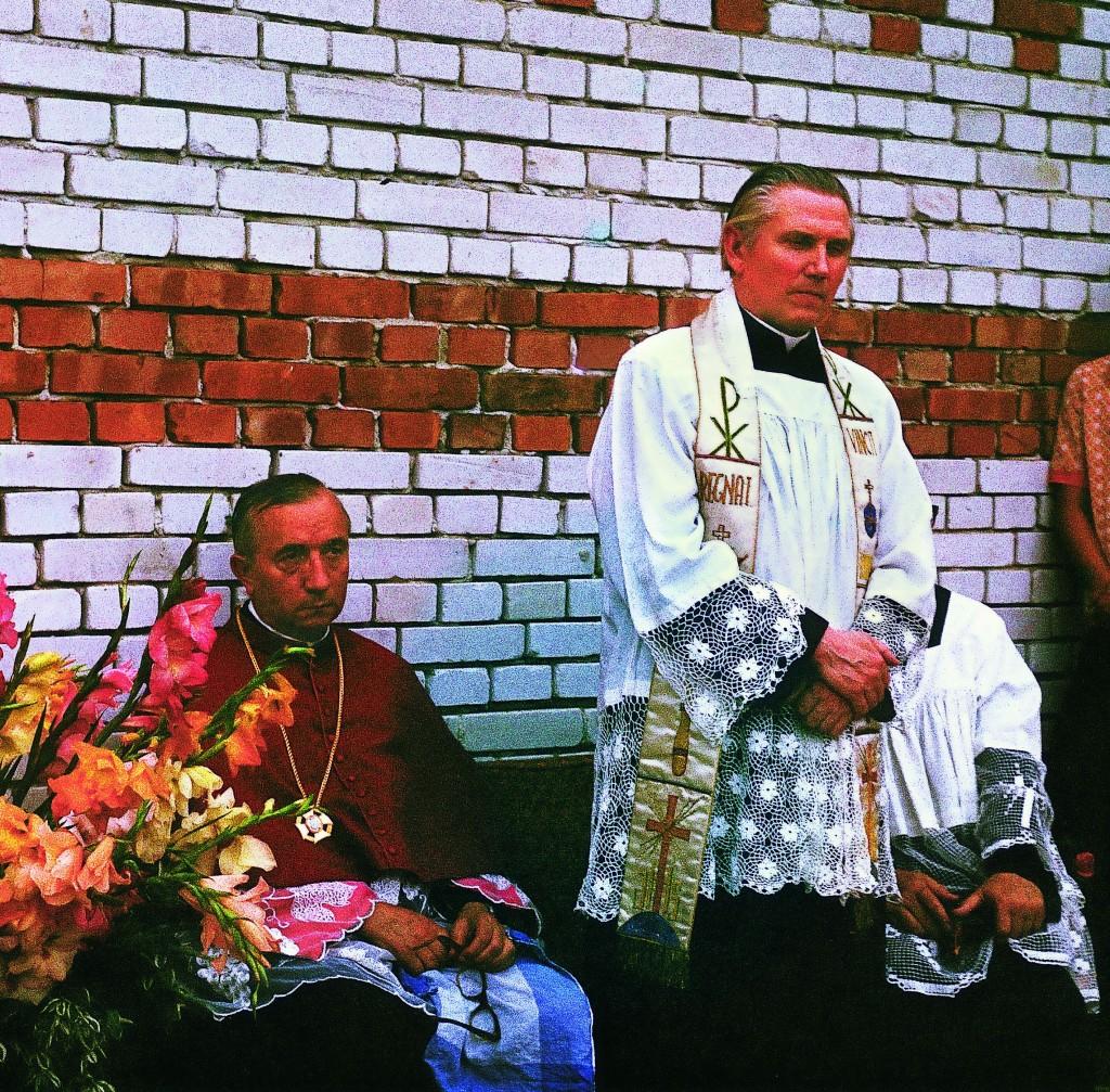 !Ks. Prałat Henryk Arczewski w czasie uroczystości wmurowania kamienia węgielnego
